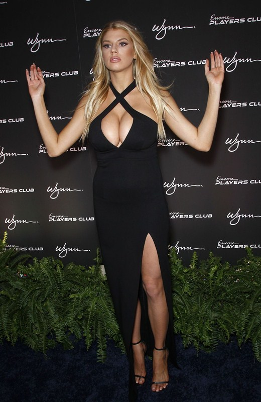 charlotte-mckinney-encore-player-s-club-grand-opening-in-las-vegas-kanoni-8