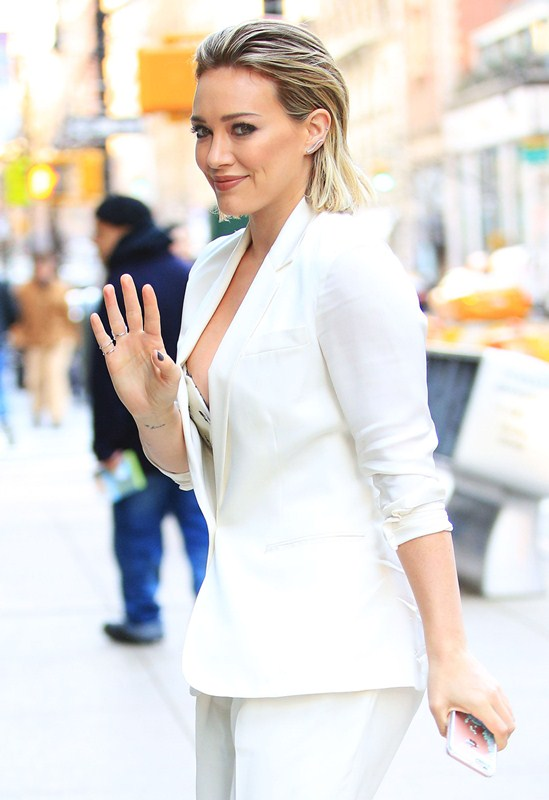 hilary-duff-nipple-slip-while-arriving-at-today-show-ny-kanoni-4