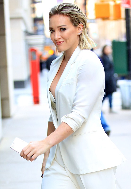 hilary-duff-nipple-slip-while-arriving-at-today-show-ny-kanoni-5
