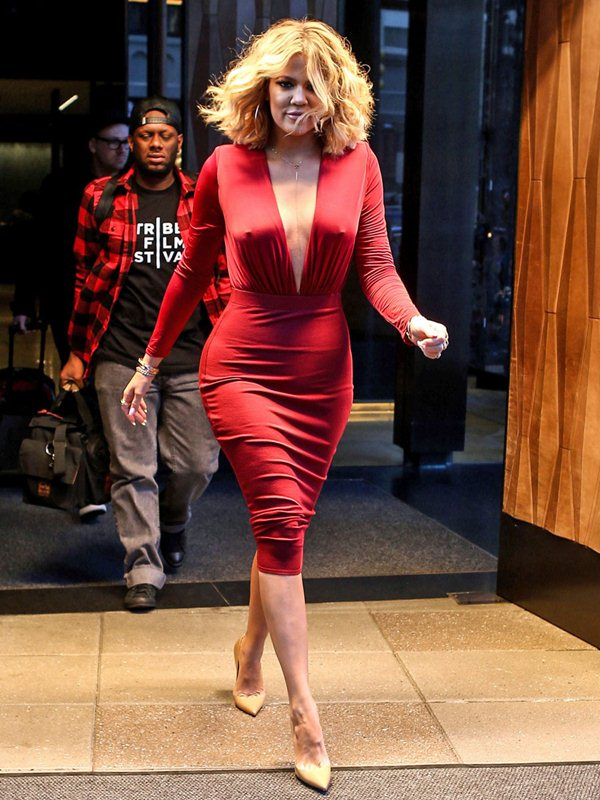Khloe Kardashian is red hot as she heads to ÔLive with Kelly and MichaelÕ