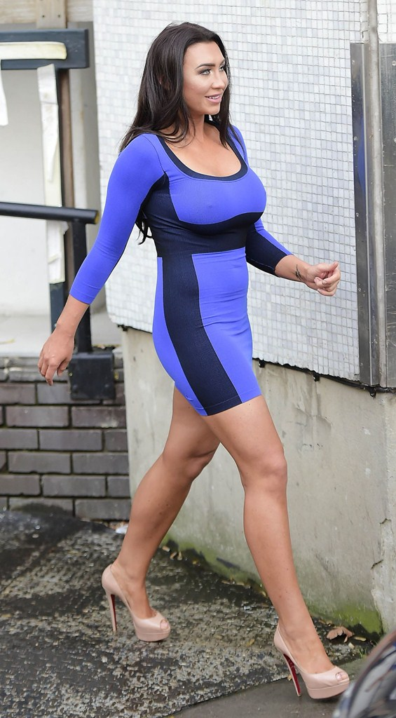 lauren-goodger-hard-nipples-blue-dress-london-kanoni-6