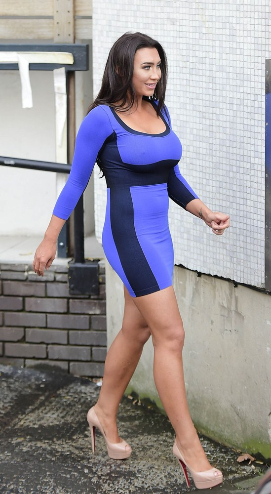 lauren-goodger-hard-nipples-blue-dress-london-kanoni-8