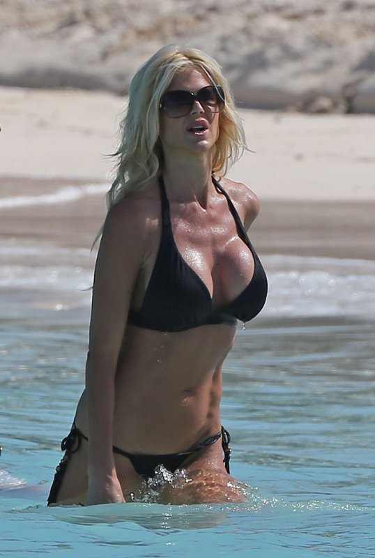 victoria-silvstedt-black-bikini-on-the-beach-in-st-barts-kanoni-8