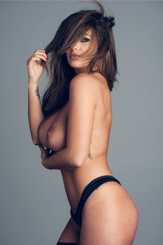 Holly-Peers-Poses-Topless-Kanoni-2