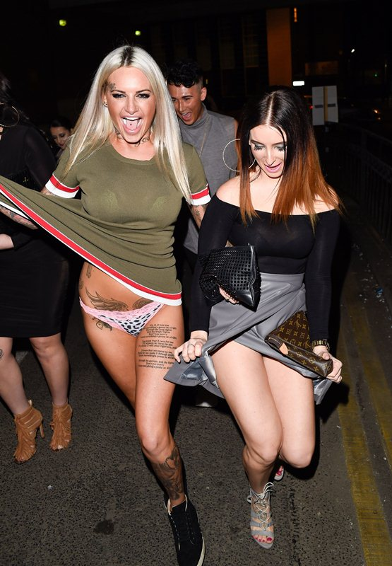Jemma-Lucy-Flashes-Panties-Night-Out-Wolverhampton-Kanoni-4
