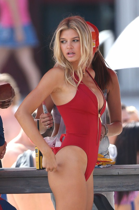 Kelly-Rohrbach-Red-Swimsuit-Set-oF-Baywatch-Kanoni-1