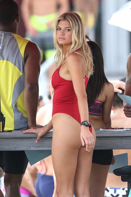 Kelly-Rohrbach-Red-Swimsuit-Set-oF-Baywatch-Kanoni-2
