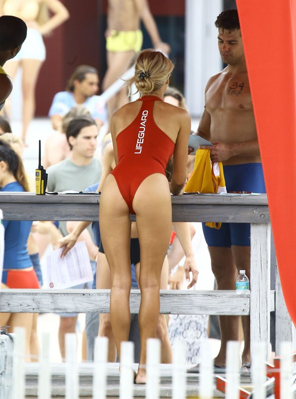 Kelly-Rohrbach-Red-Swimsuit-Set-oF-Baywatch-Kanoni-3