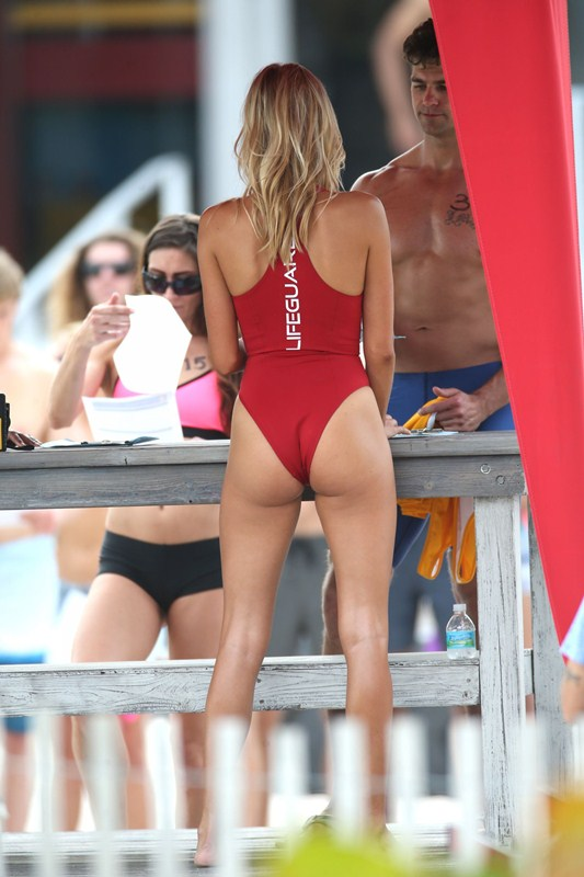 Kelly-Rohrbach-Red-Swimsuit-Set-oF-Baywatch-Kanoni-4