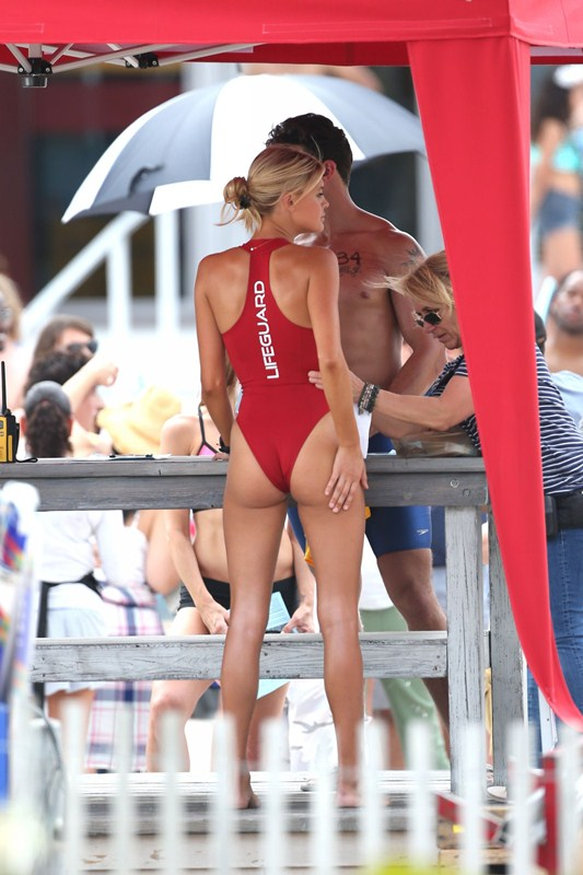 Kelly-Rohrbach-Red-Swimsuit-Set-oF-Baywatch-Kanoni-5
