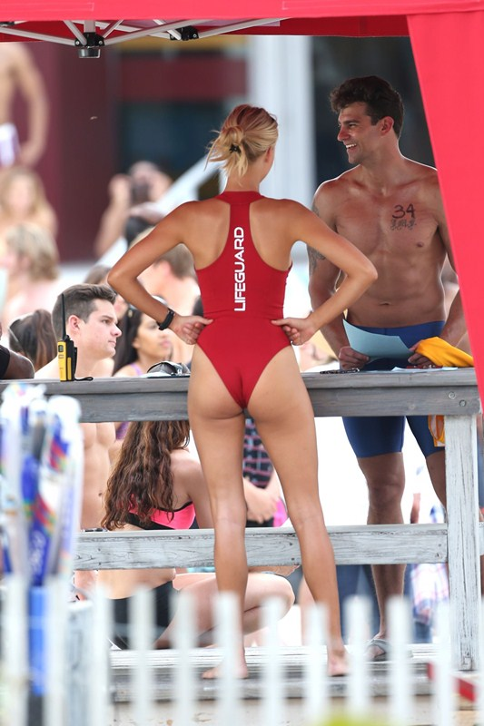 Kelly-Rohrbach-Red-Swimsuit-Set-oF-Baywatch-Kanoni-9