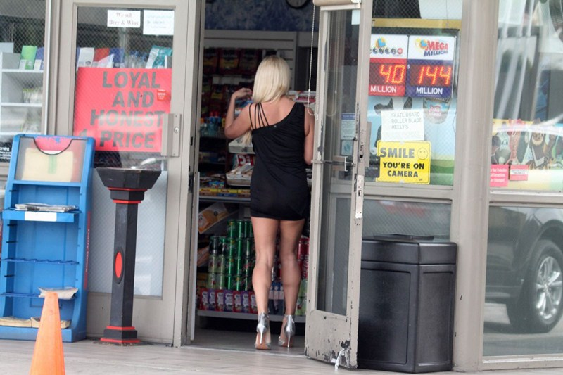 mary-carey-upskirt-at-a-gas-station-in-studio-city-kanoni-8