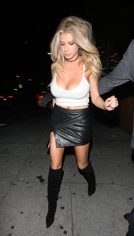 Charlotte-McKinney-Night-Out-The-Nice-Guy-Kanoni-7