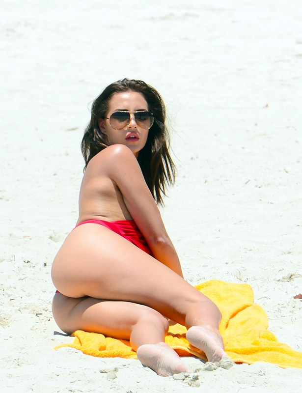 Chloe-Goodman-Sexy-red-swimsuit-miami-beach-kanoni-1