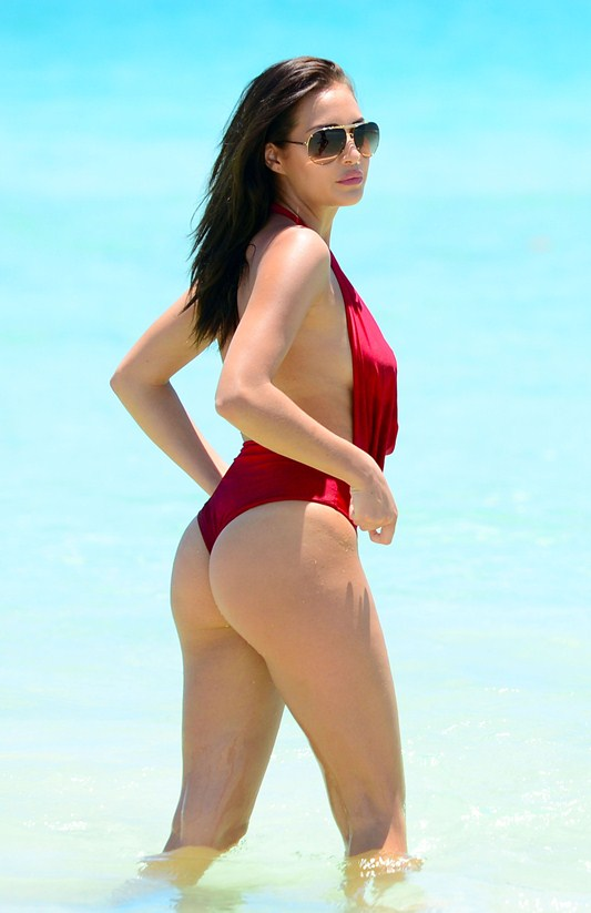 Chloe-Goodman-Sexy-red-swimsuit-miami-beach-kanoni-7