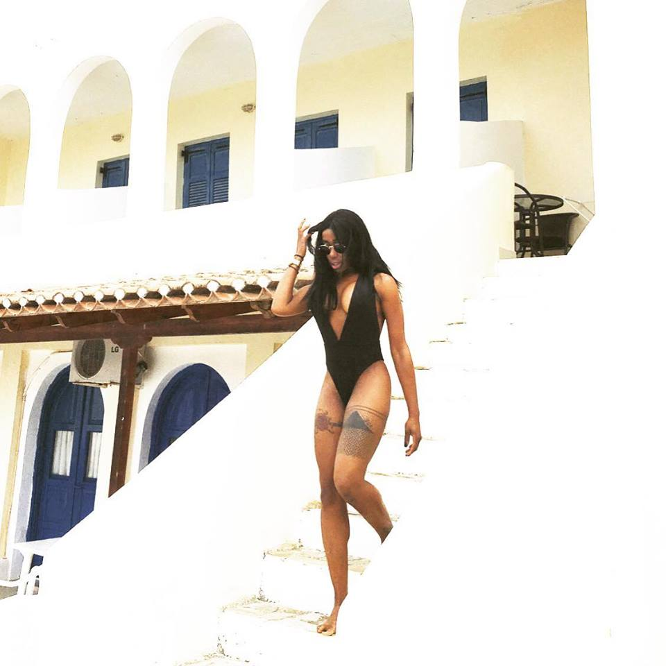 Elizabeth-Elechi-Hot-Black-Swimsuit-Spetses-Kanoni-1