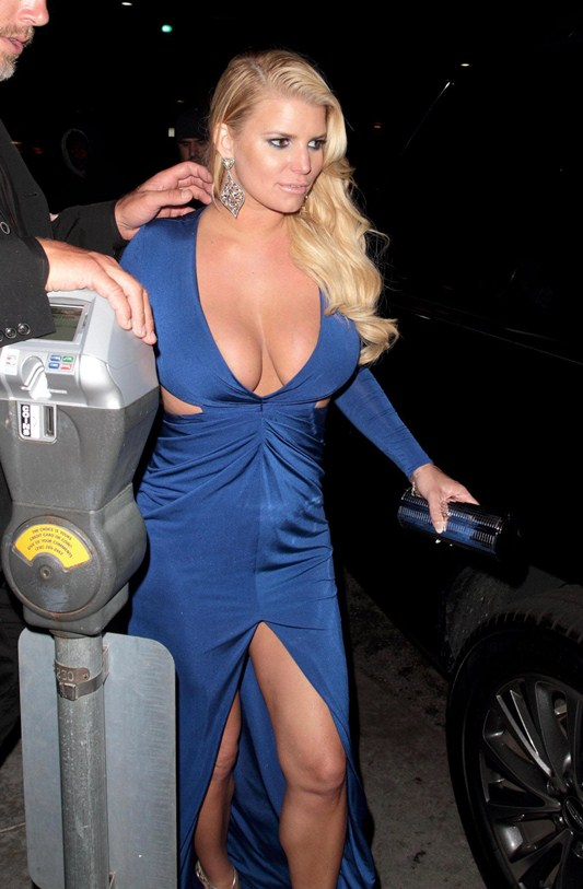 Jessica-Simpson-Super-Cleavage-Night-Out-Beverly-Hills-Kanoni-4