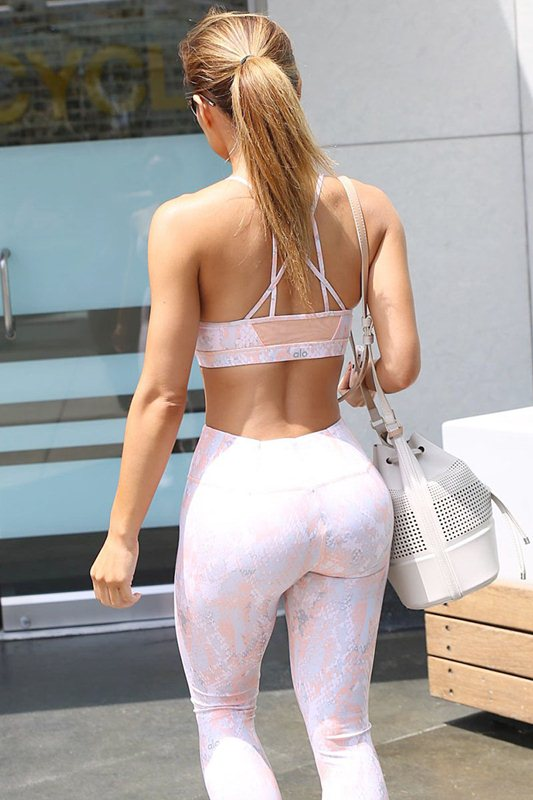 daphne_joy_tight_leggings_sports_bra_busty_gym_los_Angeles_kanoni_3