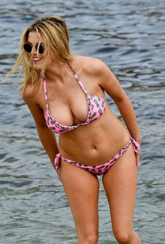 Ashley-James-Sexy-Bikini-Candids-Mykonos-Kanoni-1