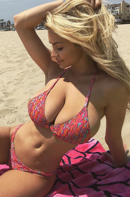 Lindsey-Pelas-Big-Boobs-Bikini-Beach-Kanoni-1