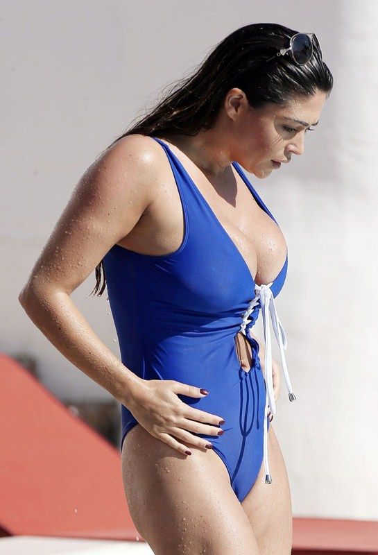 casey-batchelor-in-blue-swimsuit-at-a-pool-in-marbella-kanoni-3