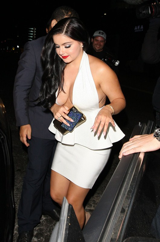 Ariel-Winter-Cleavage-Upskirt-night-out-The-Nice-Guy-Los-Angeles-Kanoni-1