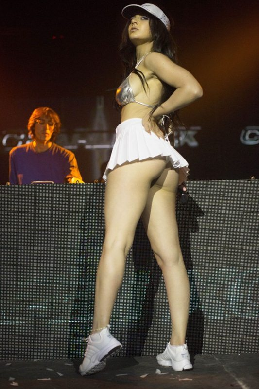Charli-XCX-Sexy-Butt-Show-Live-Concert-Los-Angeles-Kanoni-5