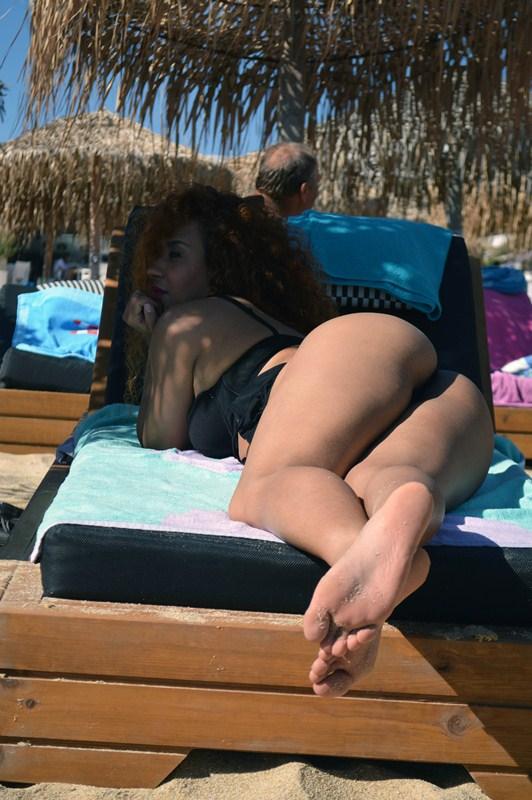 Clio-Morena-Palma-Sunbath-Elia-Beach-Mykonos-Kanoni-2