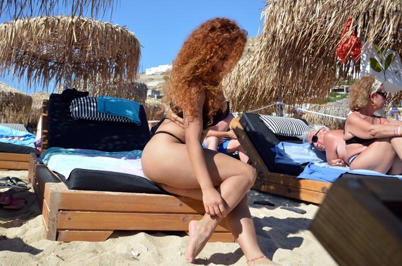 Clio-Morena-Palma-Sunbath-Elia-Beach-Mykonos-Kanoni-4
