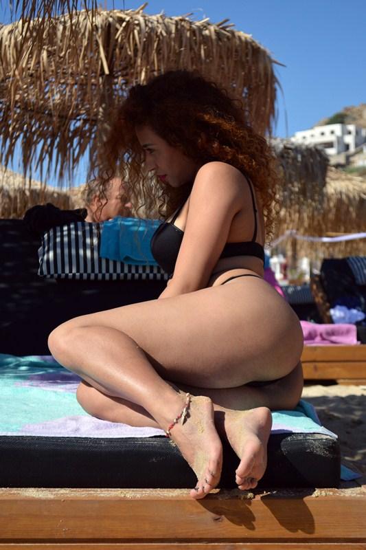 Clio-Morena-Palma-Sunbath-Elia-Beach-Mykonos-Kanoni-6