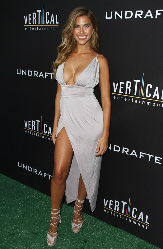 Kara-Del-Toro-Cleavage-Sexy-Dress-Undrafted-Premiere-Hollywood-Kanoni-1