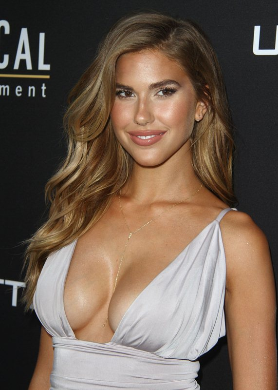 Kara-Del-Toro-Cleavage-Sexy-Dress-Undrafted-Premiere-Hollywood-Kanoni-2