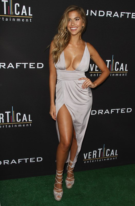 Kara-Del-Toro-Cleavage-Sexy-Dress-Undrafted-Premiere-Hollywood-Kanoni-3