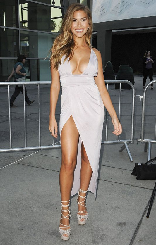 Kara-Del-Toro-Cleavage-Sexy-Dress-Undrafted-Premiere-Hollywood-Kanoni-4