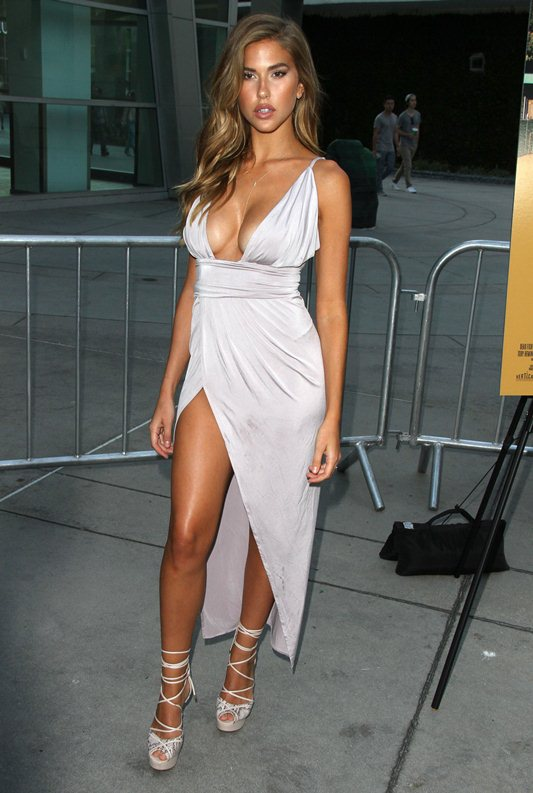 Kara-Del-Toro-Cleavage-Sexy-Dress-Undrafted-Premiere-Hollywood-Kanoni-5