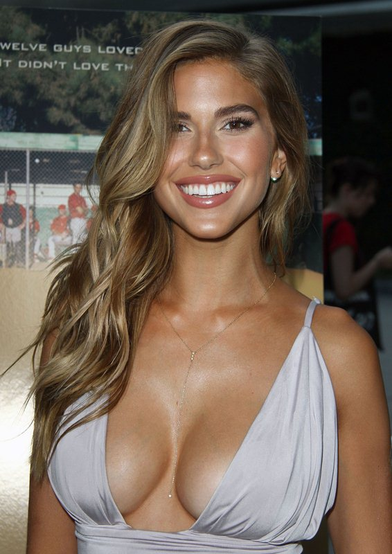 Kara-Del-Toro-Cleavage-Sexy-Dress-Undrafted-Premiere-Hollywood-Kanoni-6