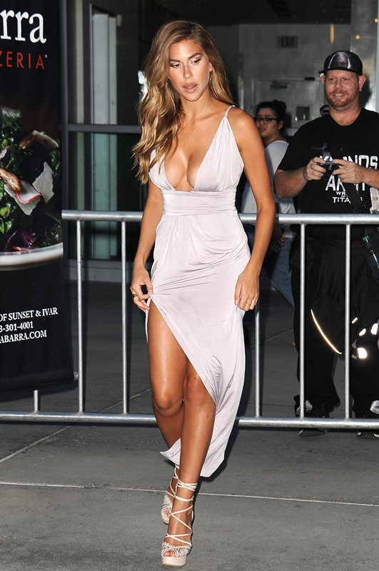 Kara-Del-Toro-Cleavage-Sexy-Dress-Undrafted-Premiere-Hollywood-Kanoni-8