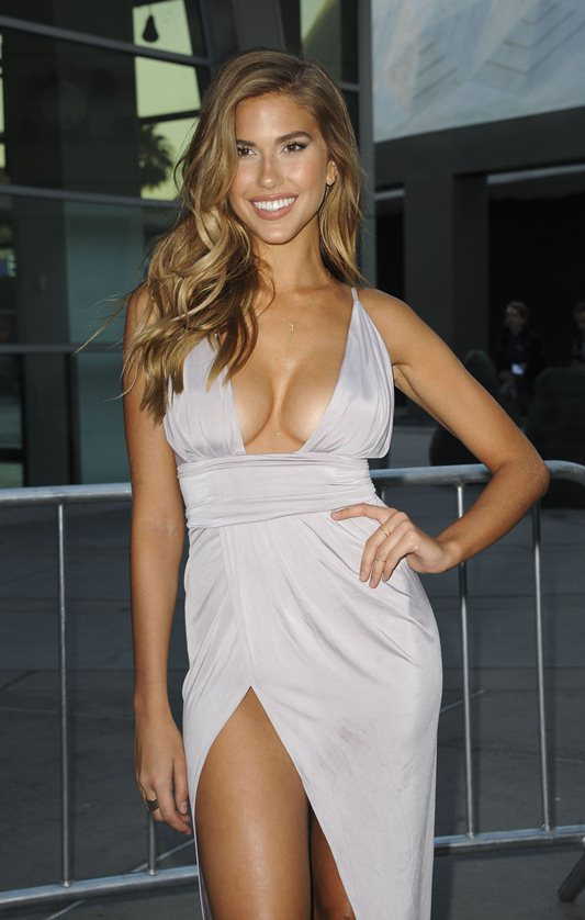 Kara-Del-Toro-Cleavage-Sexy-Dress-Undrafted-Premiere-Hollywood-Kanoni-9
