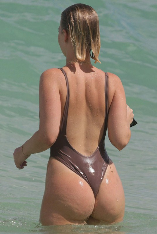 bianca-elouise-in-hot-swimsuit-at-a-beach-in-miami-kanoni-1