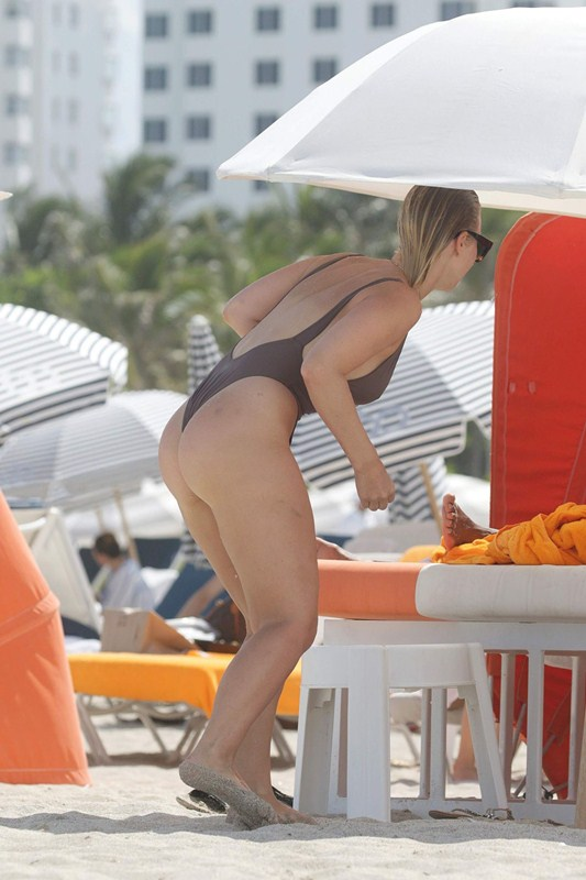 bianca-elouise-in-hot-swimsuit-at-a-beach-in-miami-kanoni-8