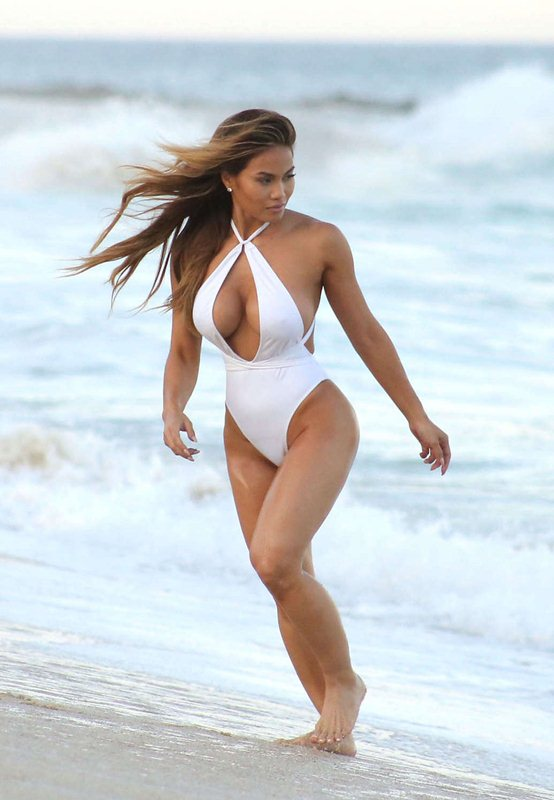 daphne-joy-white-swimsuit-on-the-beach-in-cabo-san-lucas-mexico-kanoni-4