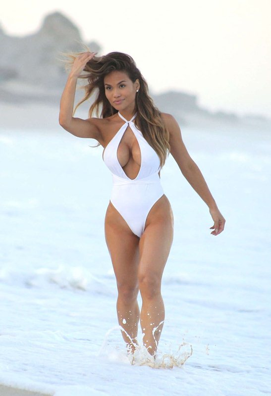 daphne-joy-white-swimsuit-on-the-beach-in-cabo-san-lucas-mexico-kanoni-6
