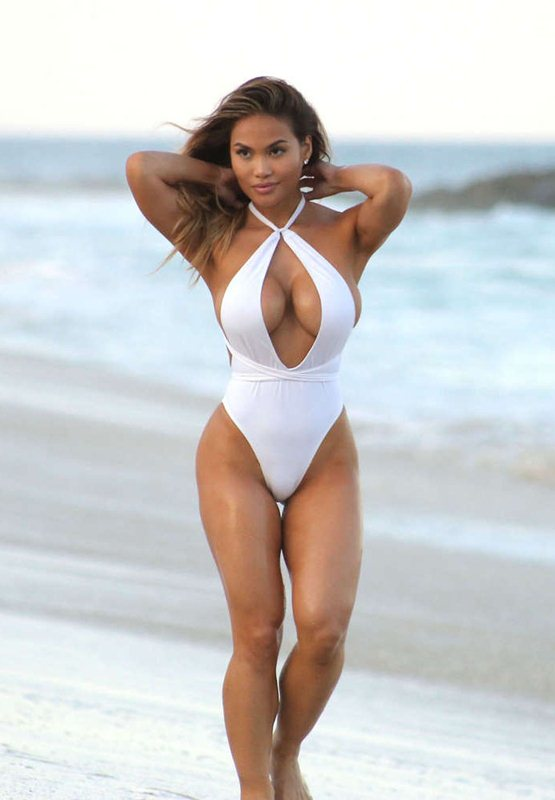 daphne-joy-white-swimsuit-on-the-beach-in-cabo-san-lucas-mexico-kanoni-7
