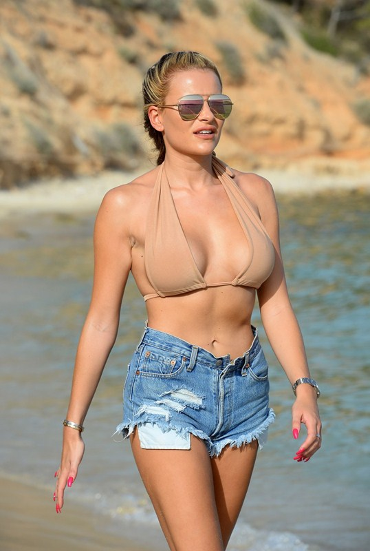georgia-kousoulou-filming-the-only-way-is-essex-on-magaluf-beach-kanoni-1