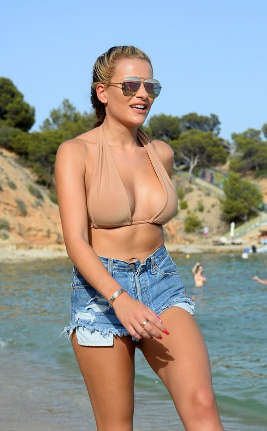 georgia-kousoulou-filming-the-only-way-is-essex-on-magaluf-beach-kanoni-2