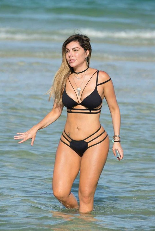 liziane-gutierrez-black-hot-bikini-miami-beach-kanoni-1