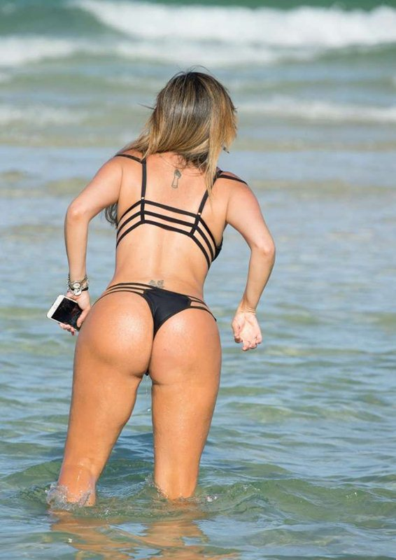 liziane-gutierrez-black-hot-bikini-miami-beach-kanoni-8