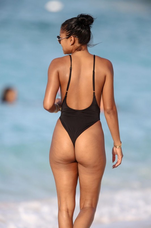 EXCLUSIVE: **PREMIUM RATES APPLY** Kevin Hart and Eniko Parrish are seen on Honeymoon in St Barts
