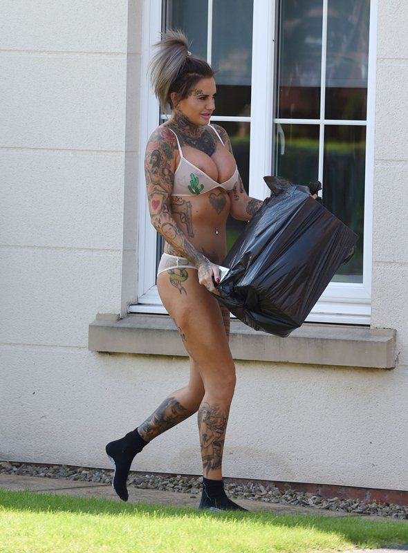 Jemma-Lucy-takes-her-bins-out-in-her-sexy-underwear-in-Manchester-Kanoni-2