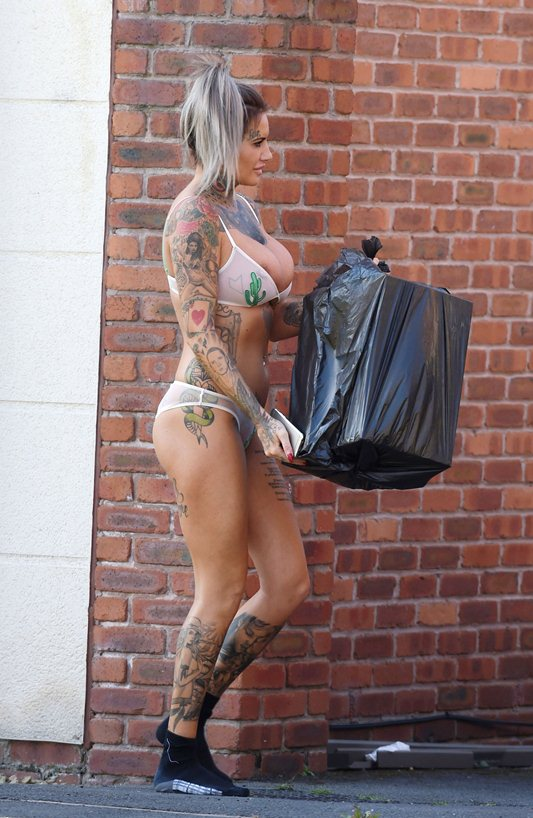 Jemma-Lucy-takes-her-bins-out-in-her-sexy-underwear-in-Manchester-Kanoni-4